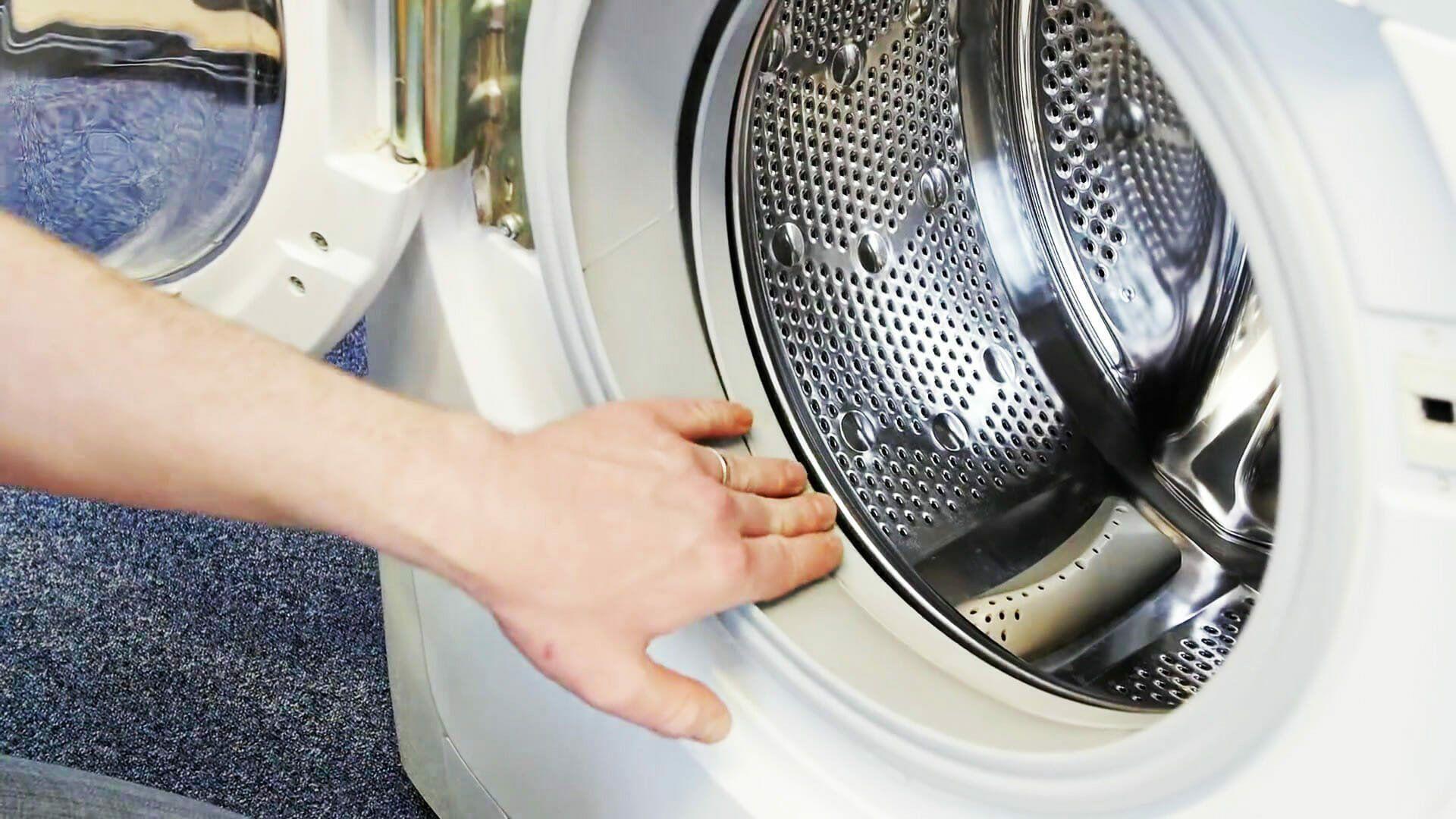 Pesukoneen kauluskumin puhdistus